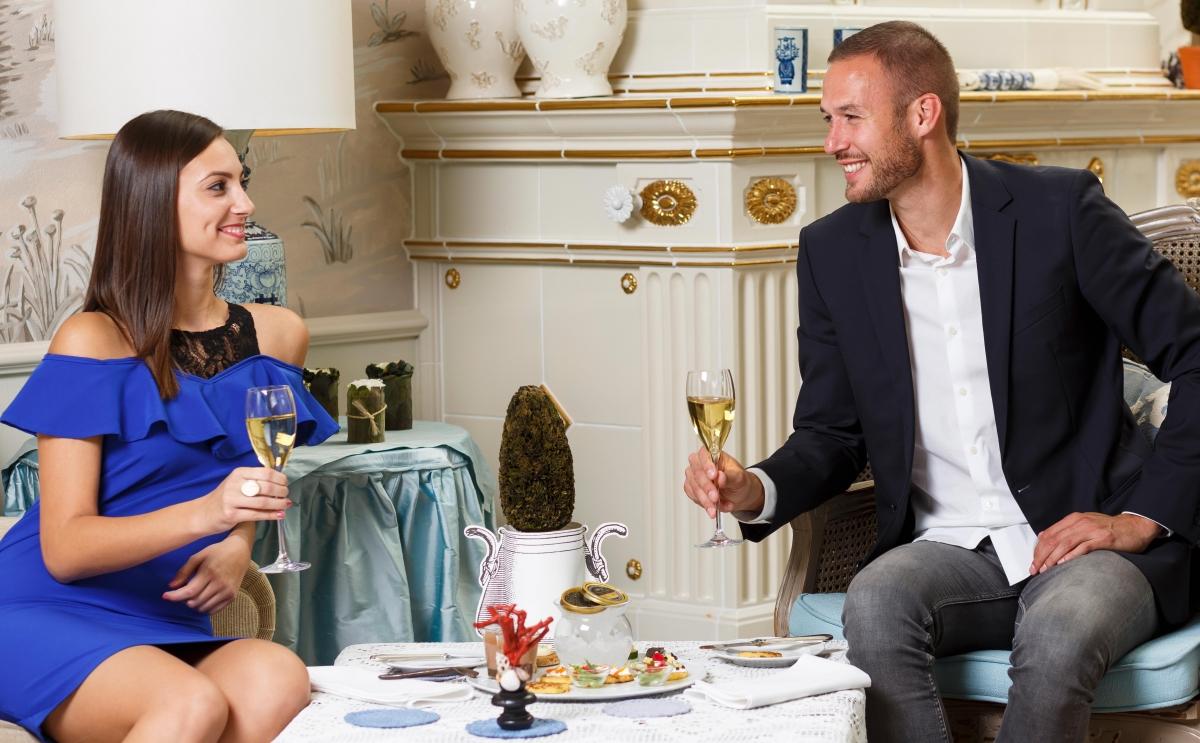 caviar_couple_amade_e.jpg